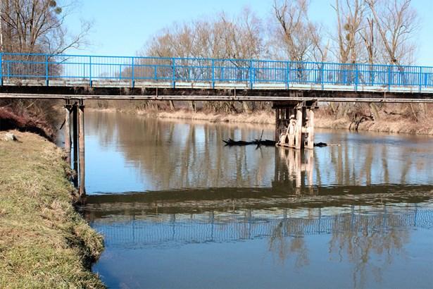 Popis: Most v Jilešovicích. Součástí projektu je také vybudovaní lávek přes řeku Opavu a potok Juliánka a rekonstrukce stávajícího mostu přes řeku Opavu. Jimi se propojí s Hlučínským jezerem také další přilehlé obce.