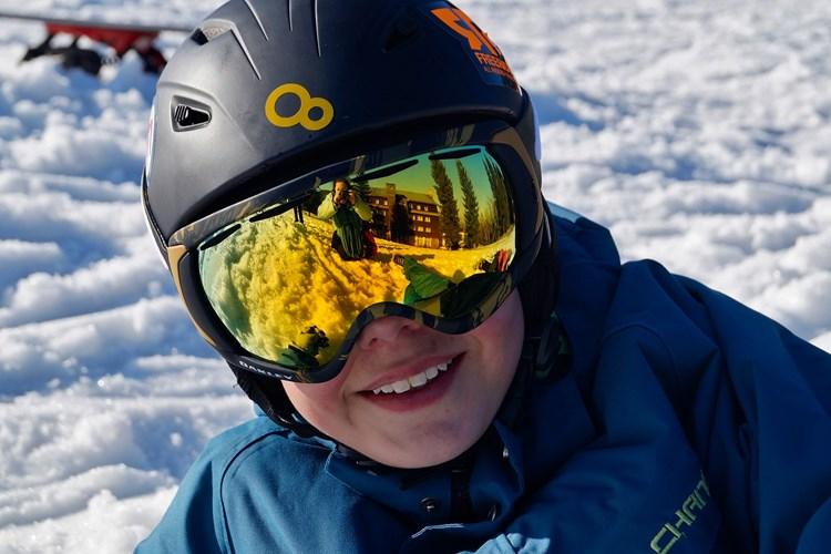 Jaro na horách: kvalitní lyžařské brýle ochrání dětské oči před sluncem i poraněním