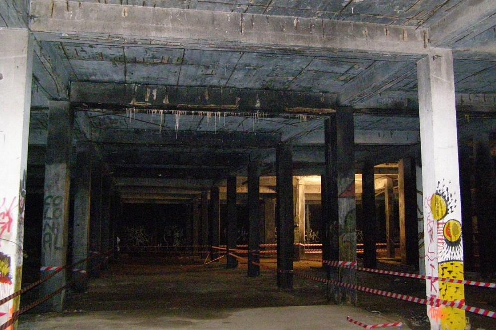 Popis: Podzemí bývalého Stalinova pomníku.