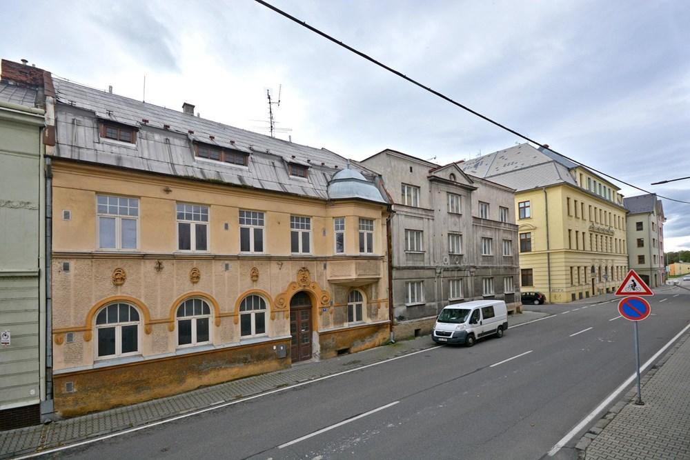 Popis: Současný stav domů ve Slezské ulici.