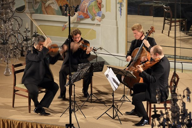 Popis: Wihanovo kvarteto - Maškarní sál.