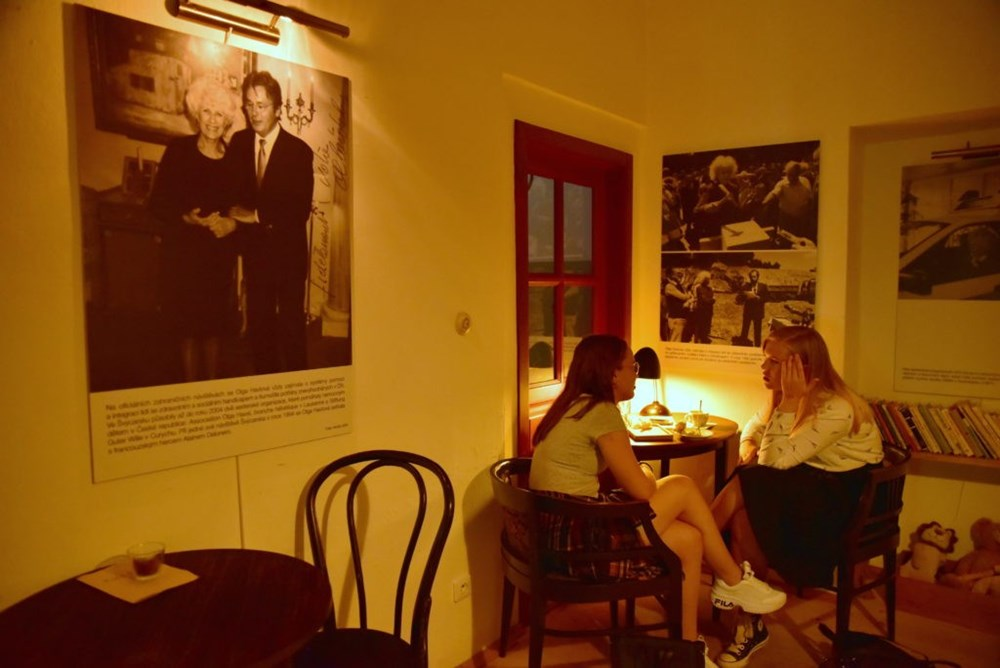 Popis: Výstava Olga Havlová – Výbor dobré vůle.