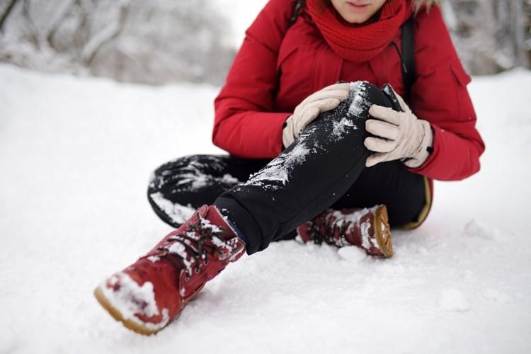 Zimní úrazy – kdy a po kom máte právo žádat odškodnění?