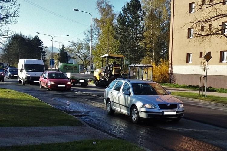 Opravy chodníků a komunikací jsou v plném proudu