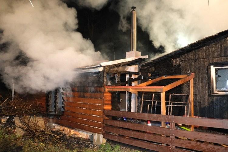 Noční požár dřevěné chaty v Ostravici