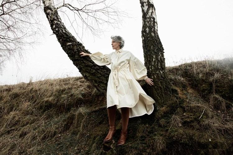 Monika Načeva vydává desátou studiovou desku Zdivočelí koně