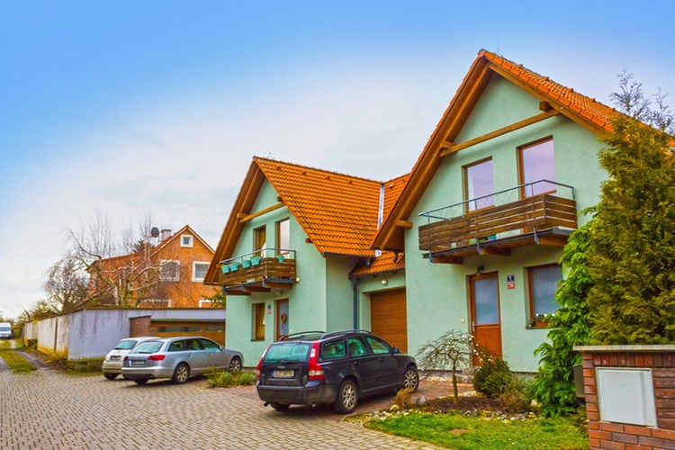 Roste zájem o nemovitosti okolo Prahy. Nejen o domy a byty, ale i o chaty a chalupy