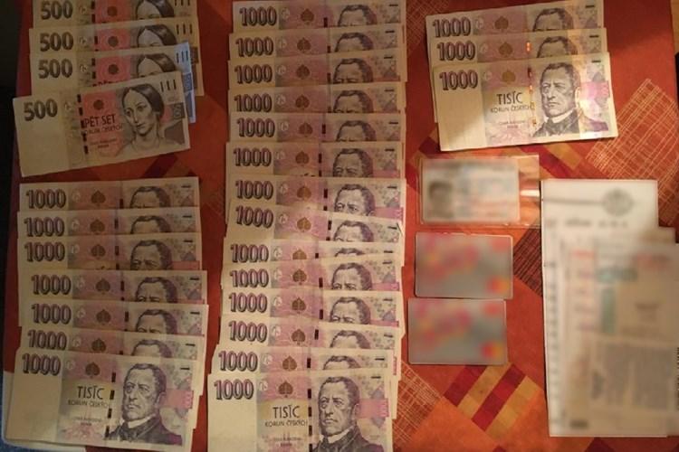 60letá žena nevrátila větší obnos peněz, které nalezla na topení poštovního ústavu