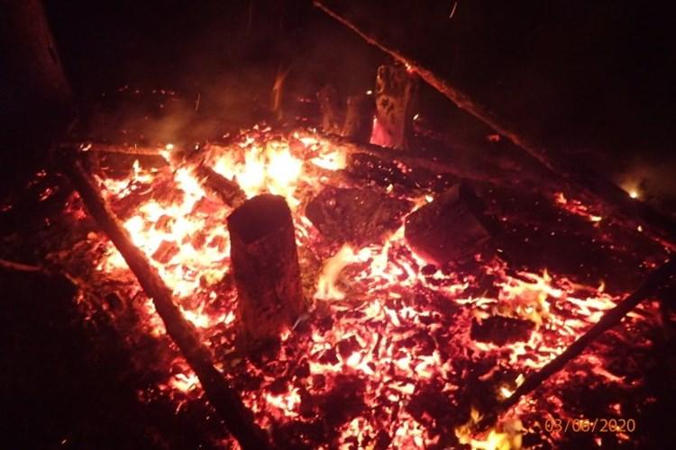 Nález těla při nočním požáru posedu na Bruntálsku